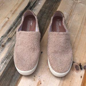 Toms | Nude Pink Faux Fur Loafers size 11